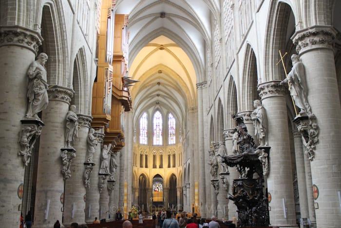 ブリュッセル聖ミカエルと聖デュル大聖堂内部