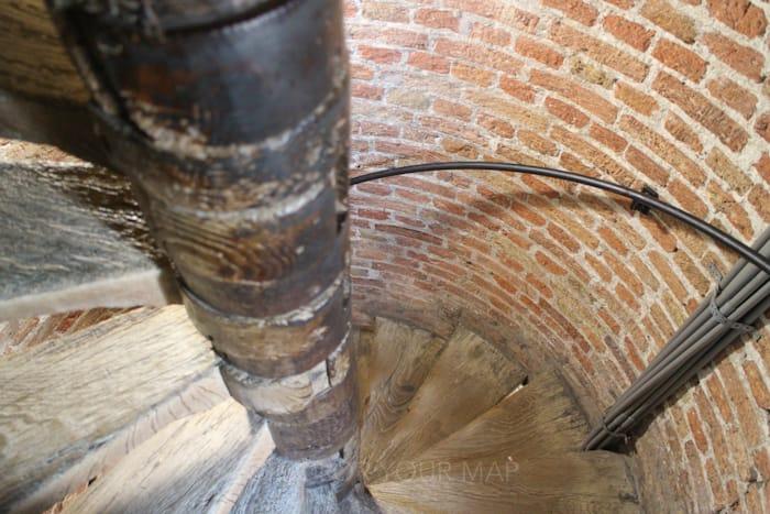 デルフト新教会のらせん階段