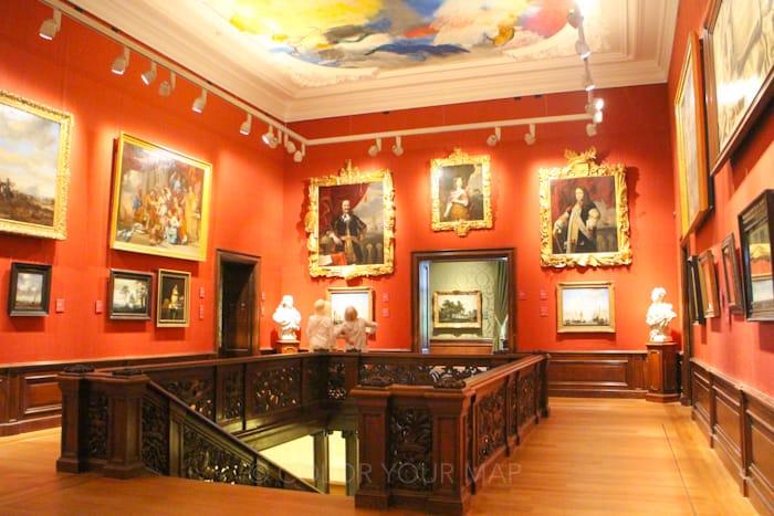 マウリッツハイス王立美術館の華やかな内装