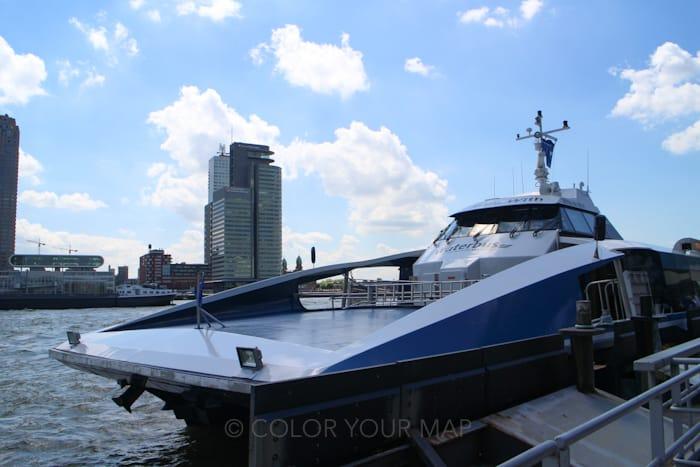 オランダキンデルダイク行きの水上バス