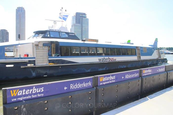 オランダキンデルダイク行き水上バス