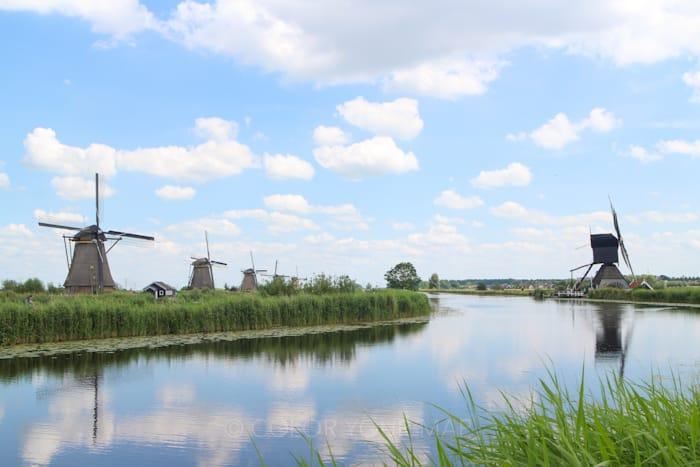 水上バスに乗ってオランダキンデルダイク風車群を見に行く