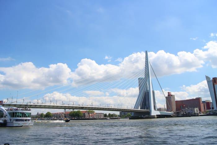 オランダキンデルダイク行き水上バスの乗降場エラスムス橋