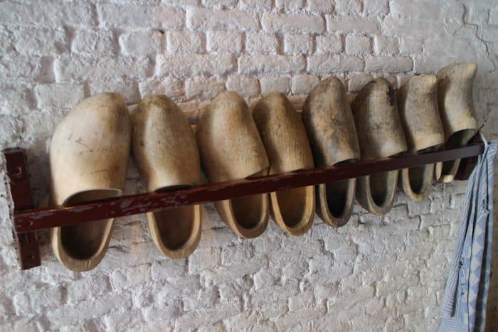 キンデルダイクの風車ネーダーヴァールトの中にあるオランダ木靴