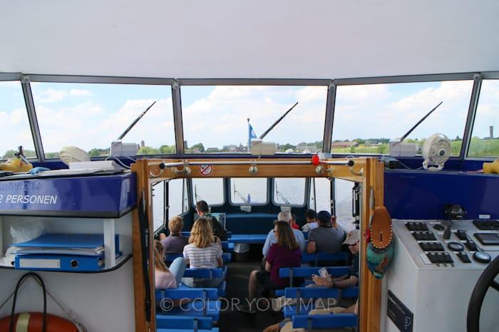 キンデルダイク内を運行するボート