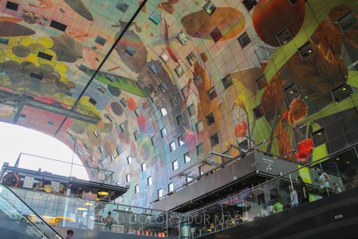 ロッテルダムマルクトハルのカラフルな壁画