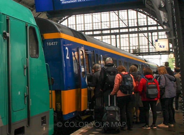 オランダ鉄道NS駅のホーム