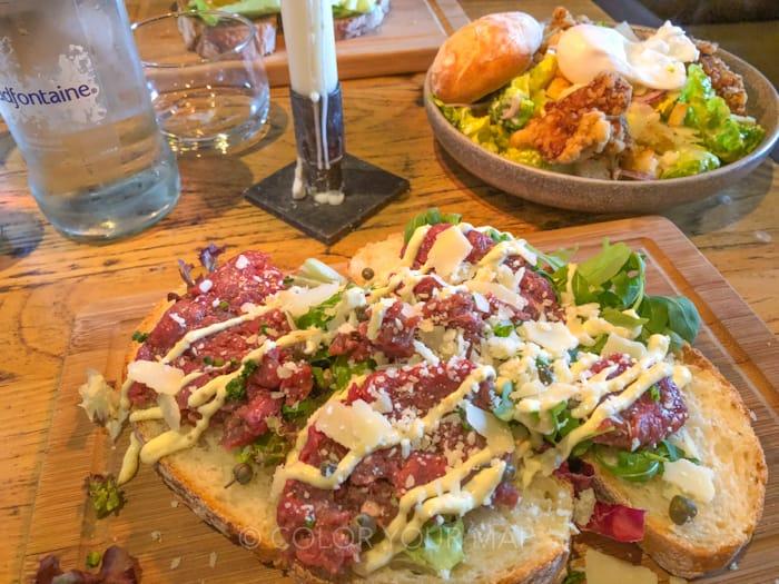 アムステルダムのカフェIndeWaagの肉のサンドイッチ