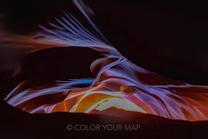 アンテロープキャニオンでは光の強い夏季のほうがコントラストの強い写真を撮れる