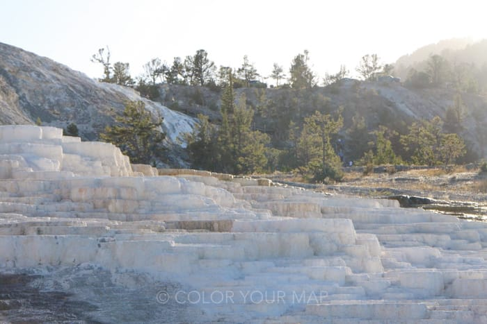 イエローストーン国立公園のマンモスホットスプリングス