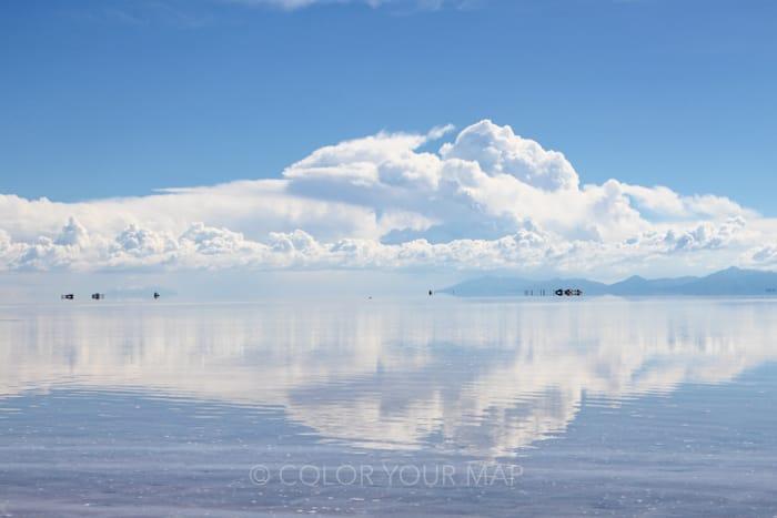 死ぬまでに行きたい絶景として大人気の雨季のウユニ塩湖