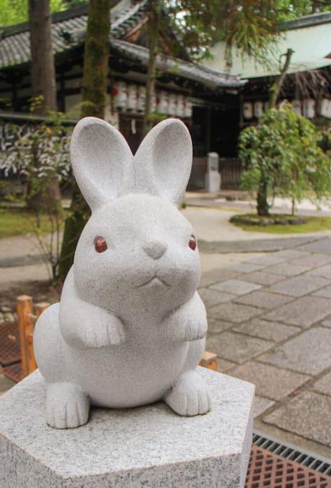 京都にある東天王岡崎神社の狛うさぎ