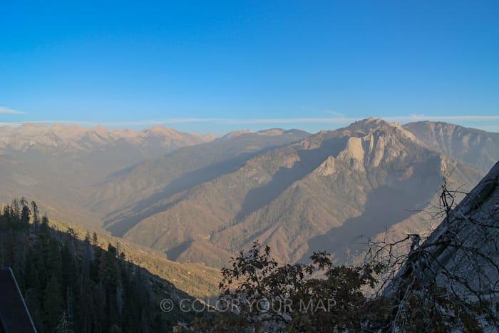 セコイア国立公園のモロロックを登ったら見られる絶景Sierra Nevada Mountains(シエラネバダ山脈)