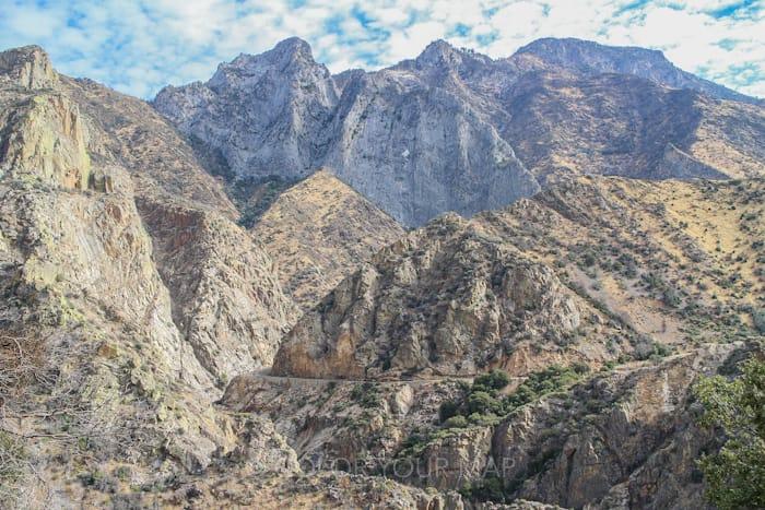 セコイア国立公園とキングスキャニオン国立公園をドライブ中に見える景色