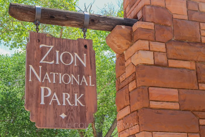 ザイオン国立公園看板