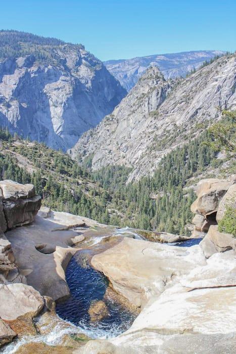 Vernal Fall and Nevada Fall Trails(バーナル滝とネバダ滝)トレイル