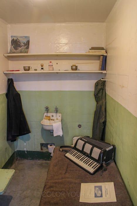 アルカトラズ刑務所の囚人の中には、趣味のものを部屋に置くことを許された者も
