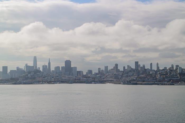 アルカトラズ刑務所とサンフランシスコ市内はわずか2.4キロの距離